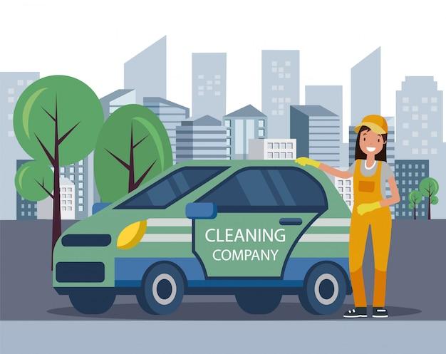 Mulher de uniforme em pé pelo carro da empresa de limpeza.