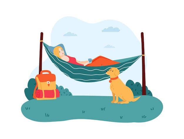 Mulher deitada na rede, animal de estimação sentado perto de personagem feminina.