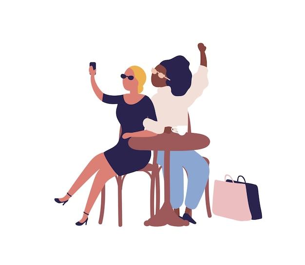 Mulher diversificada elegante dos desenhos animados posando tomando selfie em ilustração plana de vetor de café. alegre amiga sentada à mesa no refeitório isolado no branco. garota feliz fazendo foto durante a pausa para o café.