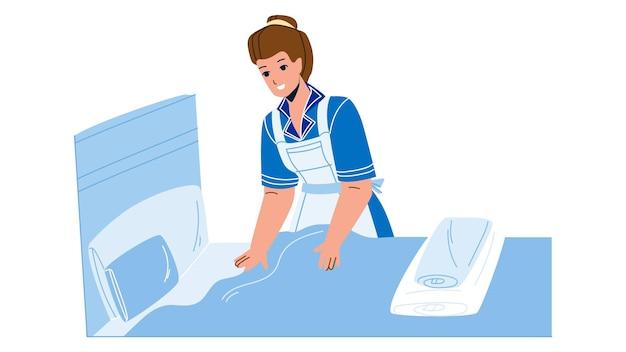 Mulher dona de casa fazendo cama em vetor de quarto. limpeza e troca de lençóis da menina do trabalhador do serviço de governanta. caráter empregada doméstica preparando quarto de hotel para cliente em apartamento de desenho animado