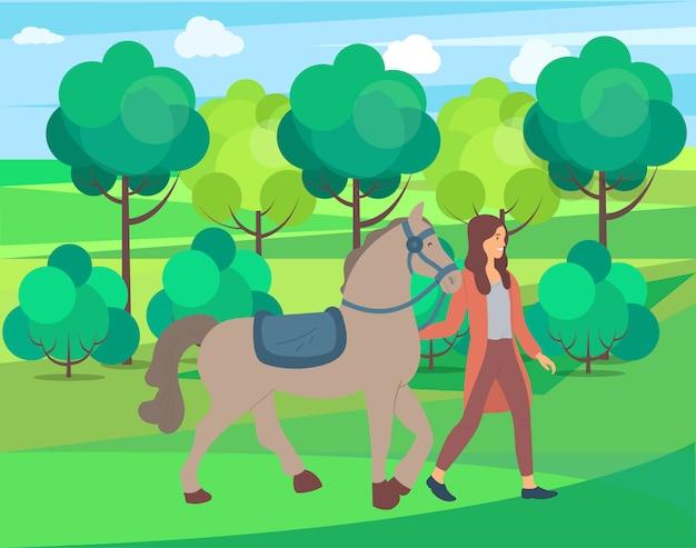 Mulher e cavalo na natureza, parque ou floresta de fazenda