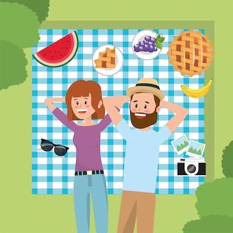 Mulher e homem casal no relaxamento toalha de mesa