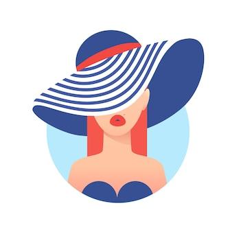 Mulher em uma praia tropical com chapéu