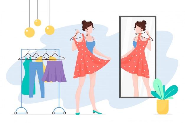 Mulher escolhendo roupas e olhando no espelho