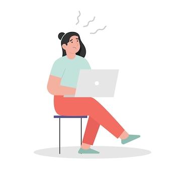 Mulher exausta sentada e trabalhando
