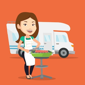 Mulher fazendo churrasco na frente da van de campista.