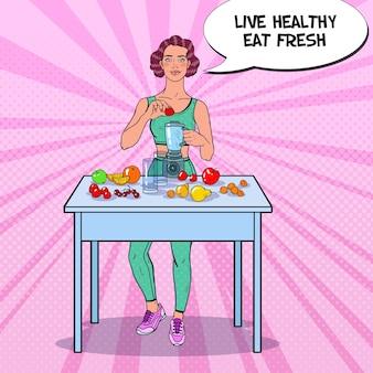 Mulher fazendo smoothie com frutas frescas