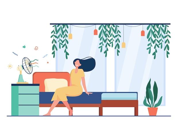 Mulher feliz com cabelo a voar, sentado no ventilador de ar, resfriando na sala de calor. ilustração vetorial para clima quente, verão, conceito de condicionamento em casa