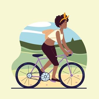 Mulher feliz em bicicleta