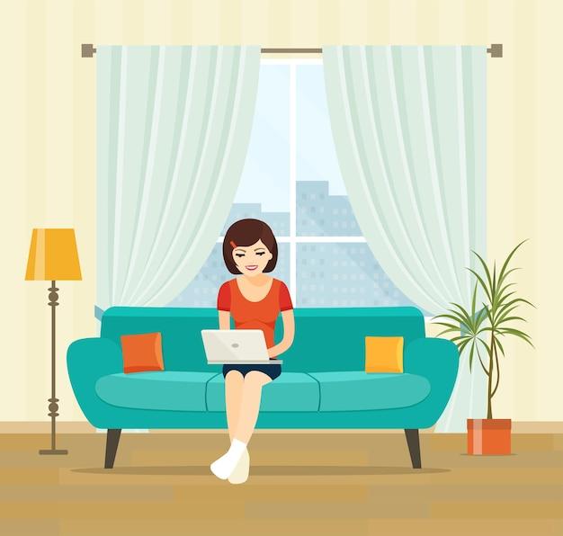 Mulher freelancer com notebook no sofá em casa. ilustração em vetor plana