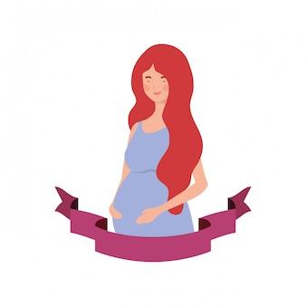Mulher grávida com fita decorativa