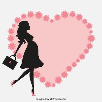 Mulher gravida com um coração floral
