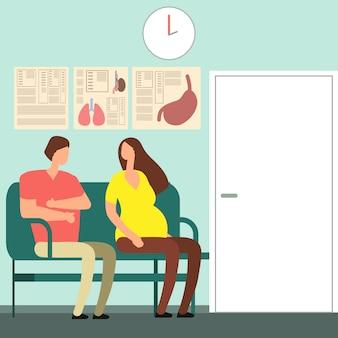 Mulher grávida e homem à espera de médico
