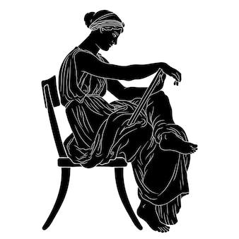 Mulher grega antiga se senta em uma cadeira com um manuscrito nas mãos e lê.