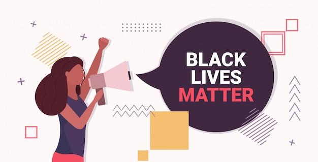 Mulher gritando em alto-falante preto vidas importa campanha de conscientização de bolha de bate-papo contra a discriminação racial