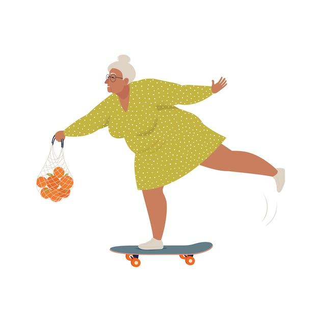 Mulher idosa andando de skate ou longboard com uma sacola de compras