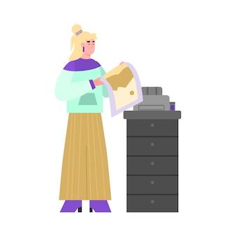 Mulher imprimindo em equipamento de cópia ou impressão em offset