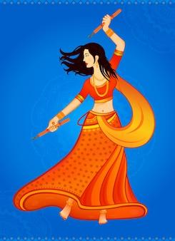 Mulher indiana jogando garba no navratri