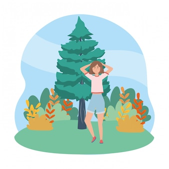 Mulher isolada na floresta