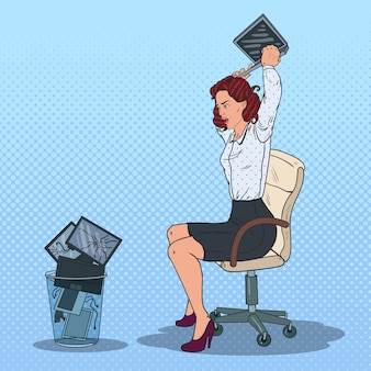 Mulher jogando laptop na lixeira