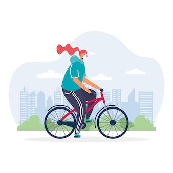 Mulher jovem andando de bicicleta usando máscara médica