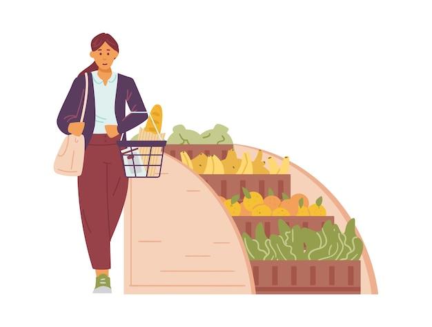 Mulher jovem com uma cesta de compras nas mãos compra comida no supermercado