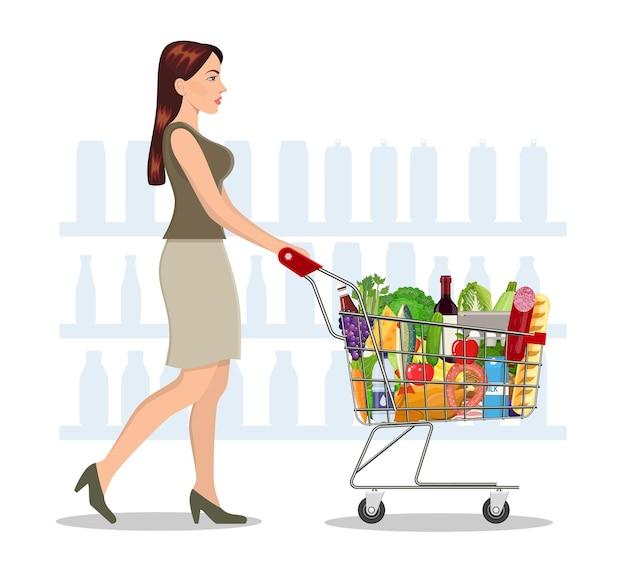 Mulher jovem comprando mantimentos