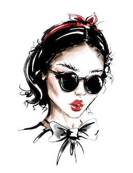 Mulher jovem e bonita em óculos de sol.