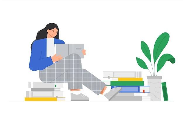 Mulher jovem está sentada sobre uma pilha de livros e lendo um livro.
