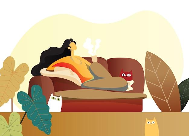 Mulher jovem, mentindo sofá, em, sala de estar