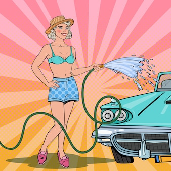 Mulher lavando carro clássico com mangueira