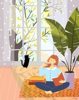 Mulher lendo livro de lazer no design de interiores de apartamento apartamento aconchegante com janela grande da natureza.