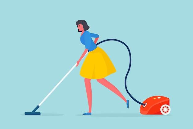 Mulher limpando chão com aspirador de pó