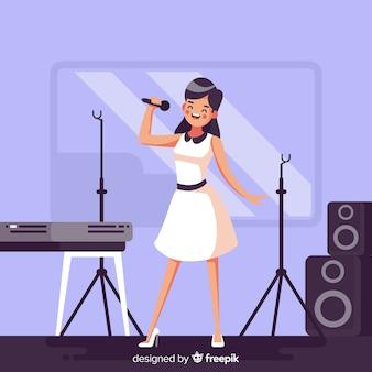 Mulher lisa praticando com um microfone