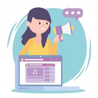 Mulher, marketing de mídia, laptop, alto-falante, rede social, comunicação e tecnologias
