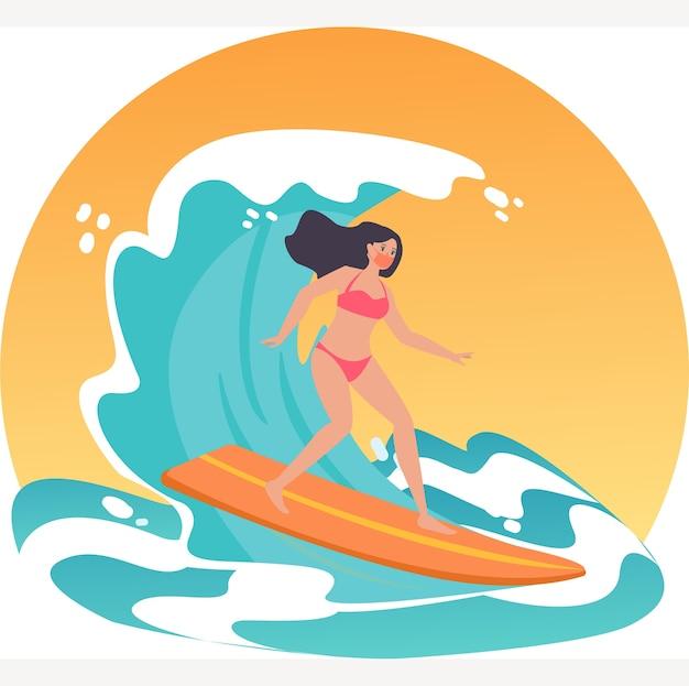 Mulher mascarada surfando no mar durante o novo feriado normal