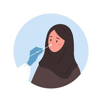 Mulher muçulmana faz teste de pcr. análise laboratorial de esfregaço nasal.