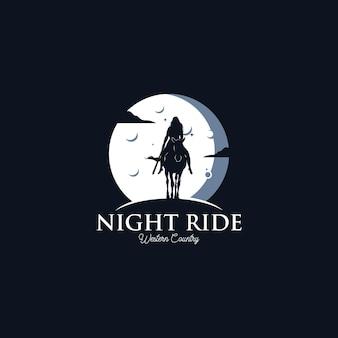 Mulher mulher vaqueiro andando de silhueta a cavalo à noite