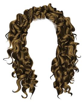 Mulher na moda peruca encaracolada cabelos longos.
