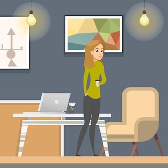 Mulher na ruptura de coffe no espaço aberto coworking.