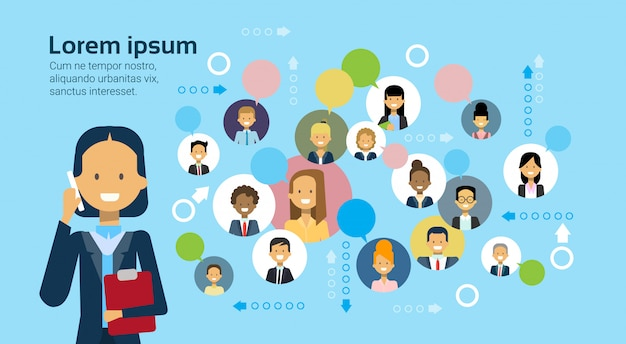 Mulher negócio, falando telefone móvel, sobre, businesspeople, conexão, e, networking