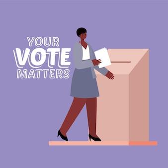 Mulher negra e caixa de votação com seu projeto de texto de questões de voto, tema do dia de eleições.
