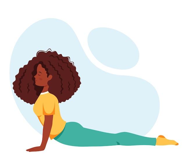 Mulher negra praticando ioga estilo de vida saudável relaxando meditação