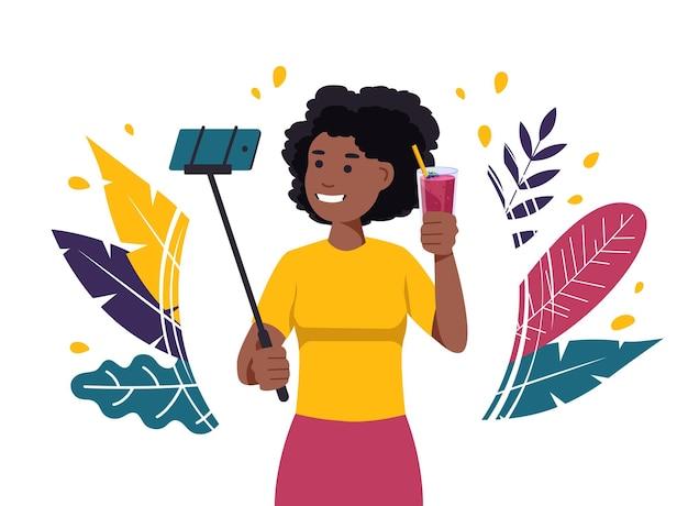 Mulher negra tirando uma selfie com um smoothie