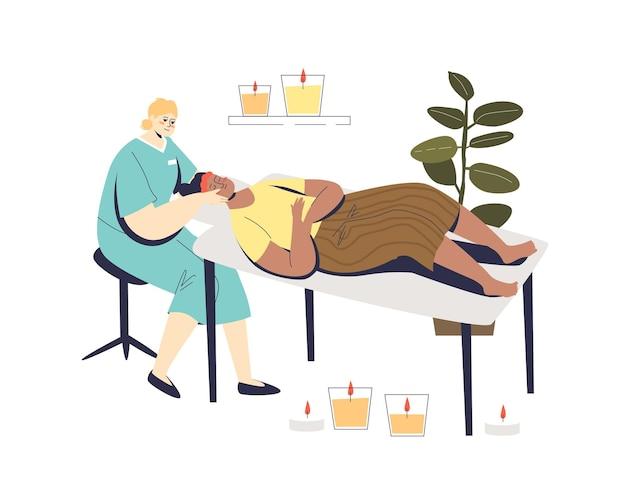 Mulher no rosto, cuidados com a pele, beleza, spa, visita com esteticista profissional realizando o procedimento