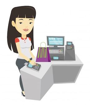 Mulher pagando sem fio com relógio inteligente.