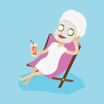 Mulher, recebendo tratamentos de beleza no salão.