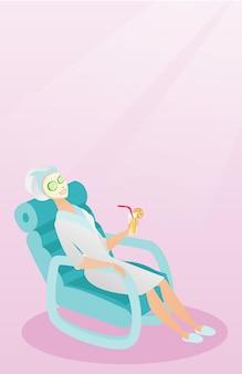 Mulher recebendo tratamentos de beleza no salão.