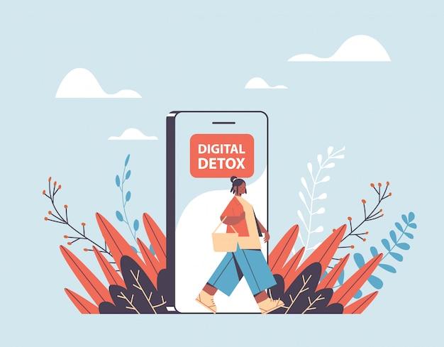 Mulher saindo do celular conceito de desintoxicação digital garota escapando do vício digital