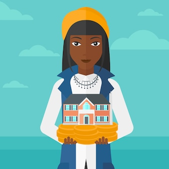 Mulher segurando modelo de casa.